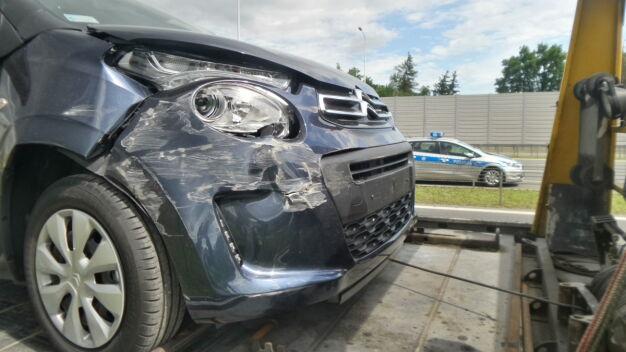 Trzy auta zderzyły się na S2