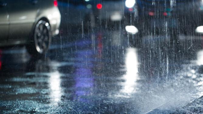Burze utrudnią jazdę nocą