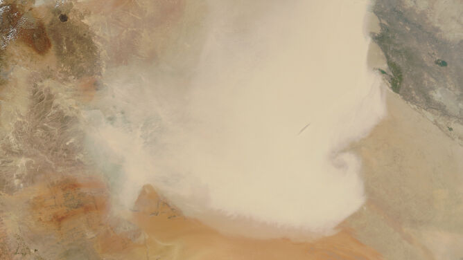 Ogromna chmura piasku. <br />Widać ją nawet na zdjęciach satelitarnych
