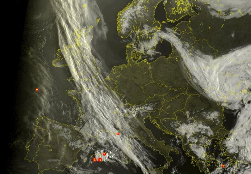 Chmury nad Europą (godz. 8.00) (sat24.com)